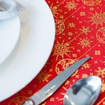 red christmas tablerunner with gold bauble pattern